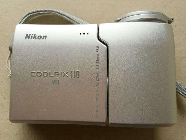 Nikon COOLPIX S10 VR スイバル式デジカメ