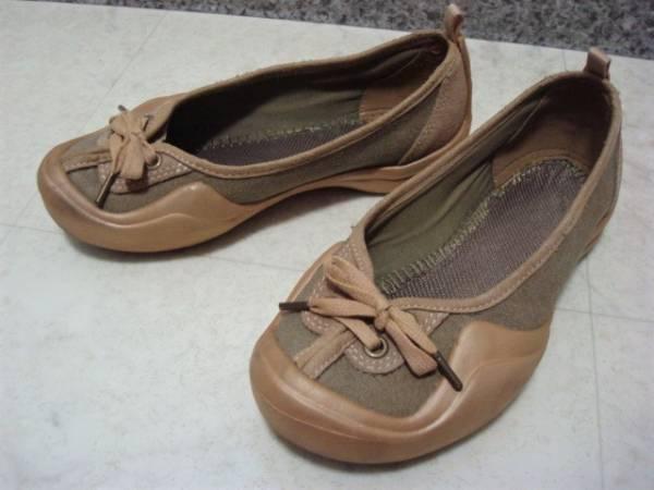 数回使用 crocs クロックス スエード×キャンバス系 ぺたんこ靴 パンプス スニーカー スリッポン W5 22.0cm Sサイズ 35 ベージュ カーキ_画像1