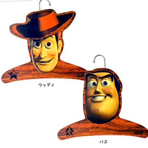 新品 トイストーリー 木製ハンガー バズ ウッディ セット コスミー ディズニー ハンガー コスプレ cosme ディズニーグッズの画像