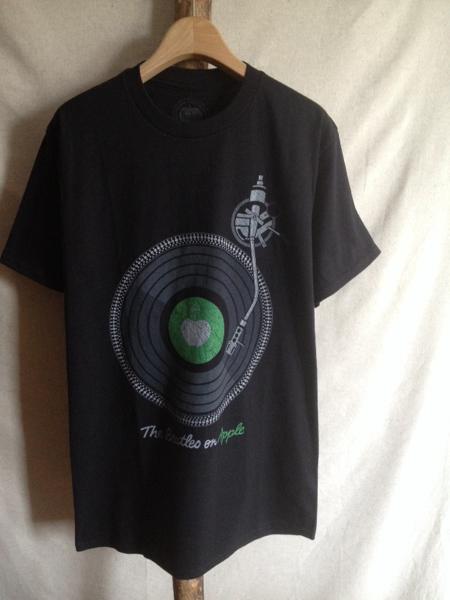 【THE BEATLES】Tシャツ M ターンテーブル on Apple ビートルズ