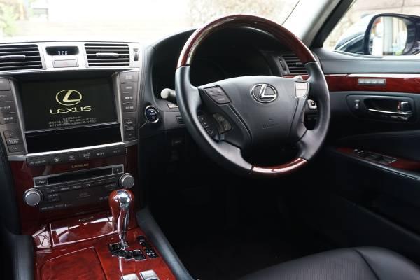 運転するのも同乗するにも上質な空間、充実した装備が満載です!!