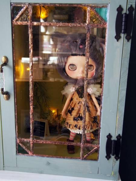 カスタムドールとステンドグラス入りドールボックスのセット_画像2