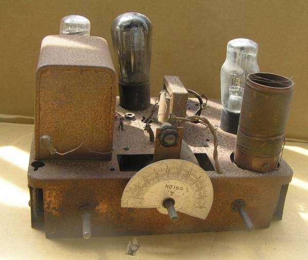 ■ ジャンク 真空管 ラジオ シャープ? 並四 部品取 初期型ナス管構成