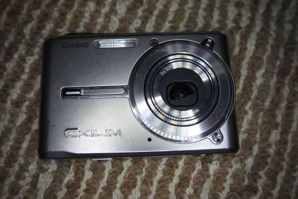 送料無料 CASIO EXILM EX-S600 デジタルカメラ