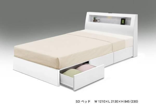 送料無料 LEDライト+コンセント+宮部省スペース+床下に引出し収納x3杯付の多機能モデル スノコ仕様 クリーンホワイト色のセミダブルベッド