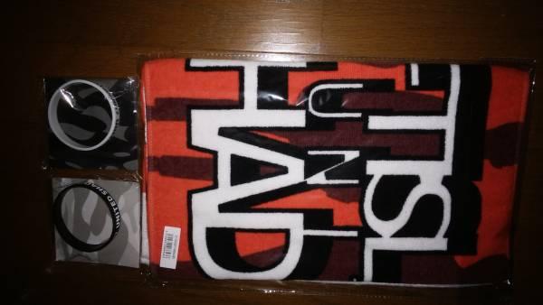 ☆FTISLAND☆ 手渡しOK!! UNITED SHADOWS 新品未開封 フェイスタオル B(赤) &シリコンバンド A(黒) &シリコンバンド B(白) 3点セット♪ ライブグッズの画像