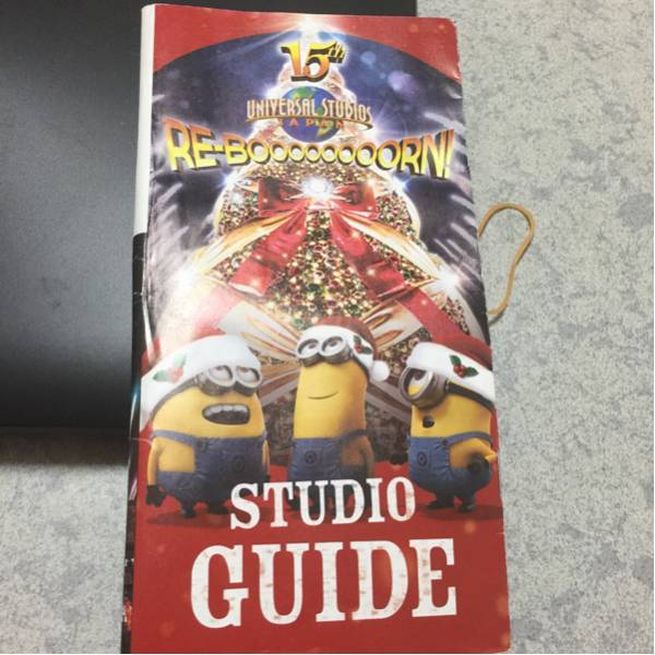 ユニバーサルスタジオジャパン15周年パンフレットミニオンの表紙