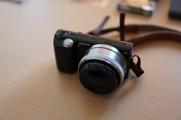 オマケ多数 SONY NEX-5Dブラック ダブルレンズキット(16mm/F2.8、18~55mm/F3.5~5.6)