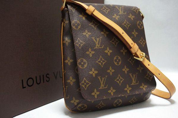 大変綺麗なバッグです
