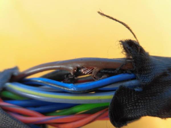 ポルシェ マカン 95B リアバンパー センサー P157AP_切れがあります