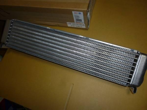 W123 300TDT/300TD/W126 300SD用エンジンオイルクーラー新品BEHR製_画像3