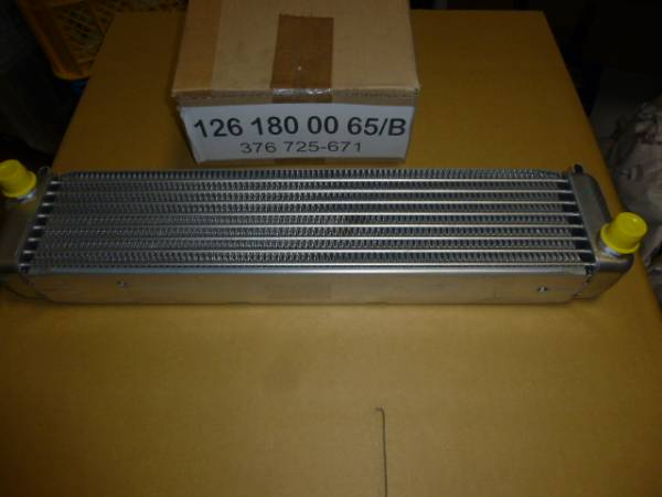 W123 300TDT/300TD/W126 300SD用エンジンオイルクーラー新品BEHR製_画像1