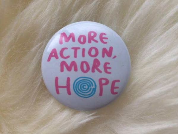 Cocco×タワレコ★MORE ACTION, MORE HOPE. チャリティー缶バッジ