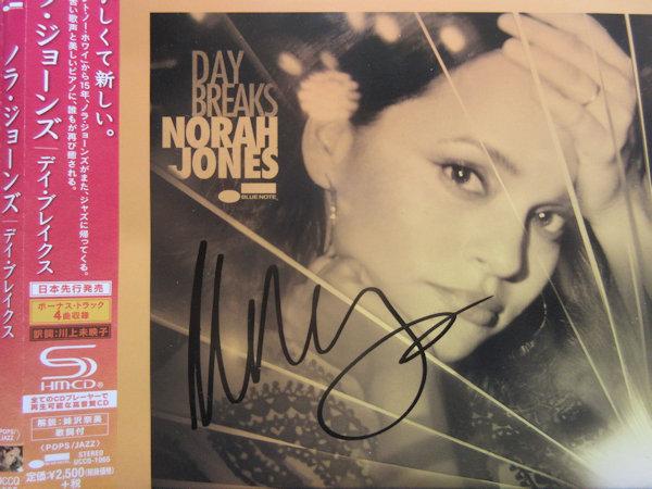 ◎ノラジョーンズ/NORAH JONES 直筆サイン入りCD!