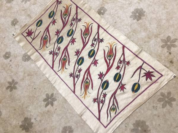 とっても素敵ウズベキスタンの芸術シルクの手刺繍オールドスザニ!ほかではない細かい手刺繍です。通関済日本発送是非1枚如何ですか?_当店のみご紹介素敵なスザニです