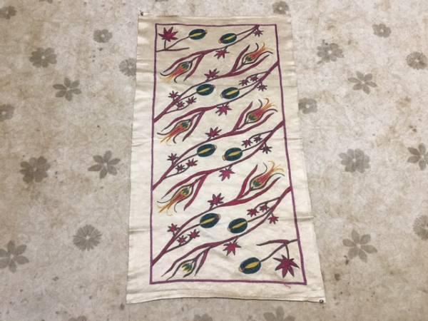 とっても素敵ウズベキスタンの芸術シルクの手刺繍オールドスザニ!ほかではない細かい手刺繍です。通関済日本発送是非1枚如何ですか?_とても素敵です!是非1枚!