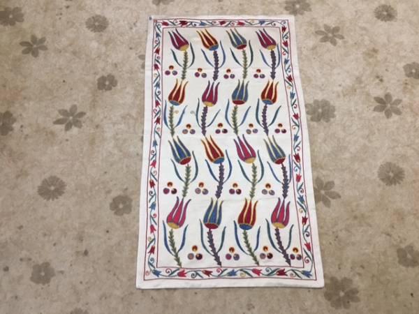 1枚素敵なスザニ刺繍を手に入れませんか?ウズベキスタンの芸術手刺繍です。素敵なチューリップ柄裏地付き日本発送送料込み通関済_素敵なチューリップ柄のスザニ素敵です!