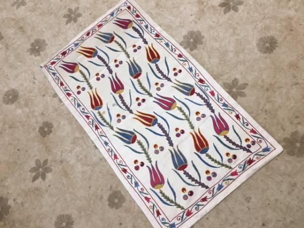 1枚素敵なスザニ刺繍を手に入れませんか?ウズベキスタンの芸術手刺繍です。素敵なチューリップ柄裏地付き日本発送送料込み通関済_ぜひ手に入れて下さい当店のみのサイズ