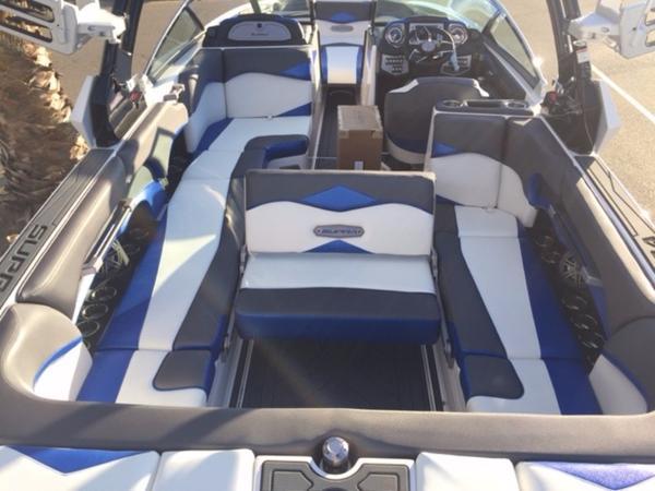 消費税込!!2017年モデル SUPRA SE450ブルーフレーク新艇 展示艇(USA)横浜港渡し_画像3