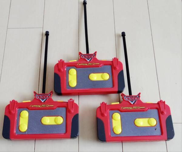 ディズニーピクサー カーズ ライトニング・マックイーンのラジコン 3台 動作不良品 ジャンクです。_当たり前ですがコントローラーも3個。