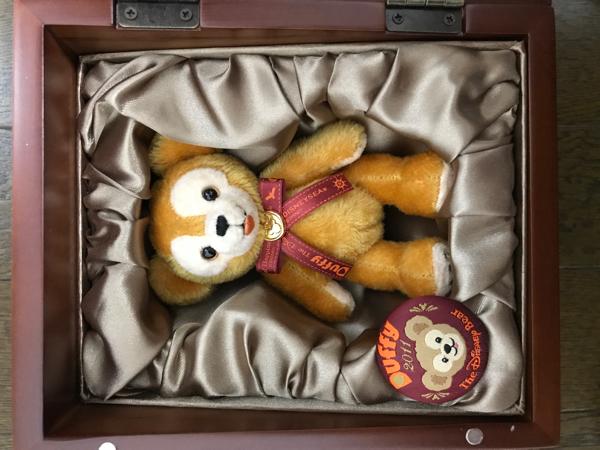 TDS コレクションドール 数量限定 木箱入り イヤーダッフィー 2011年 ディズニーグッズの画像