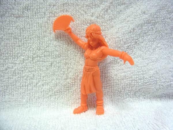 ドラゴンクエスト DQ4 エニックス 消しゴム フィギュア マーニャ 赤(橙)色  グッズの画像