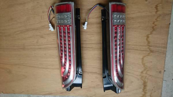 ハイエース200系。LEDテールランプ左右。