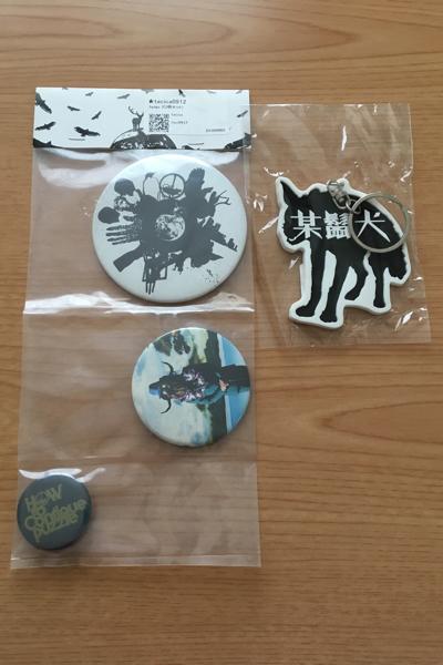 【新品】tacica 3adge 3 缶バッチ+ 某髭犬キーホルダー セット ライブグッズの画像