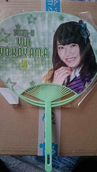 AKB48 横山由依押しうちわとICカードステッカ ライブ・総選挙グッズの画像