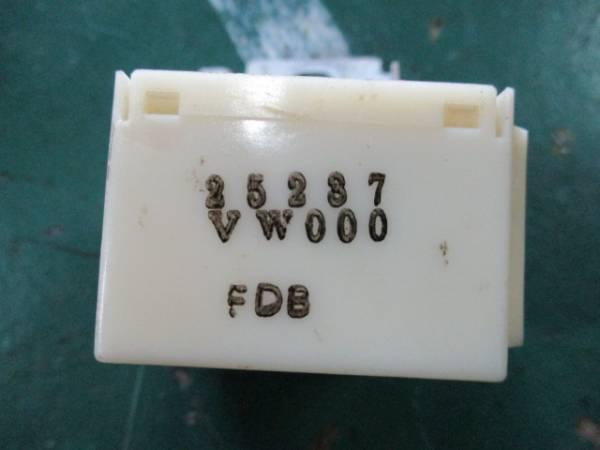 「いすゞ コモ E25 キャラバン JVWE25 ディーゼル ① H.20 ドアロックリレー 25237 VW000 (いすゞ コンピュータ)」の画像