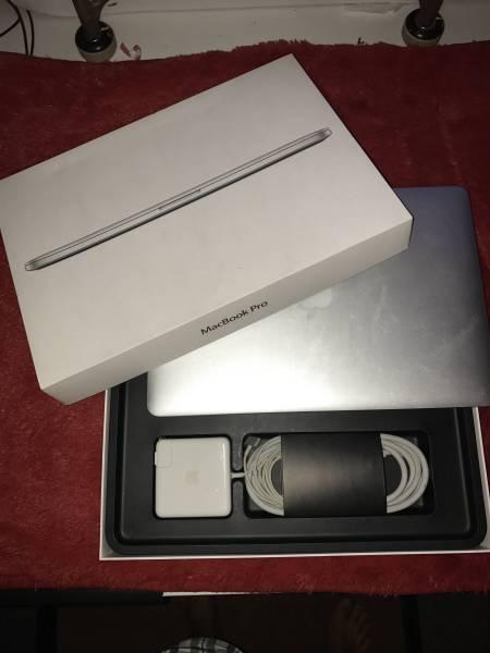 Macbook Pro Retina Mid 2012 15 inch 2.3 GHz Core i 7 8 GB RAM 256 GB SSD free accesories!!!