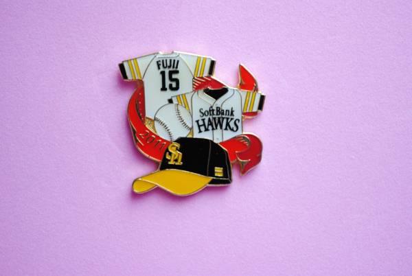 ソフトバンクホークス2011年 故 藤井選手15番 ピンバッジ グッズの画像