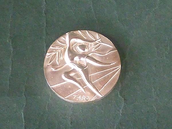 銀メダル オリンピック  岡本太郎デザイン 第20回オリンピック ミュンヘン大会 公式参加メダル。