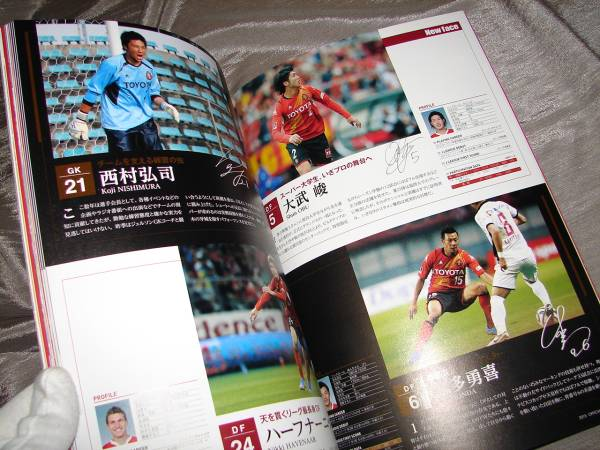 [NAGOYA GRAMPUS 2015 OFFICIAL YEAR BOOK]名古屋グランパス 公式 本 ガイドブック _画像2
