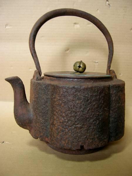 ◇旧家初だし!鉄瓶<33>龍文堂造 輪花 虫食い 銅蓋 茶道具