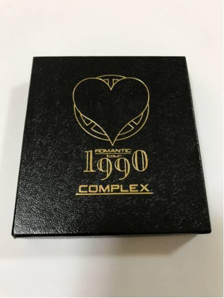COMPLEX☆コンプレックス[布袋寅泰 吉川晃司]1990ツアー(ROMANTIC)貴重品/箱付ピンバッチ ライブグッズの画像