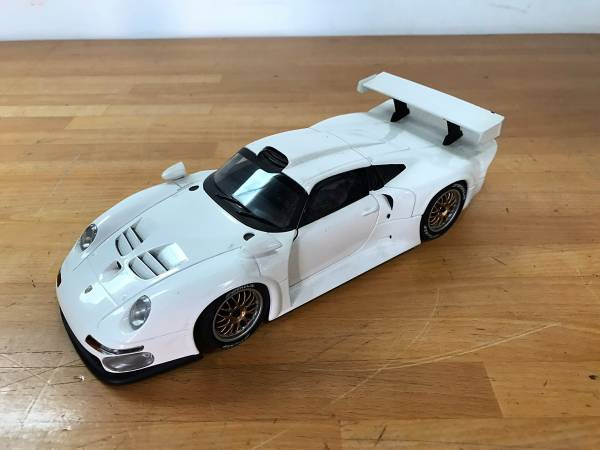 (100)UTmodels PORSCHE 911 GT1 1:18 車