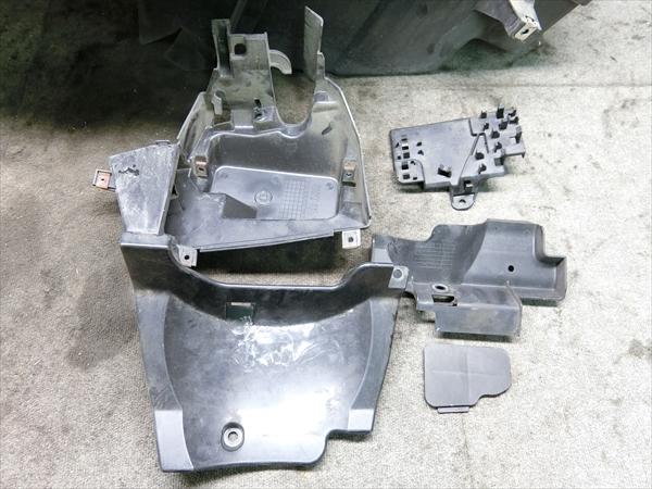 ホンダ フォルツァ Z MF10 純正 シート メイン タンデム ボックス_画像2