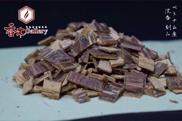 ベトナム産 沈香 小割 20g 香木 伽羅 仏具 焼香 agarwood