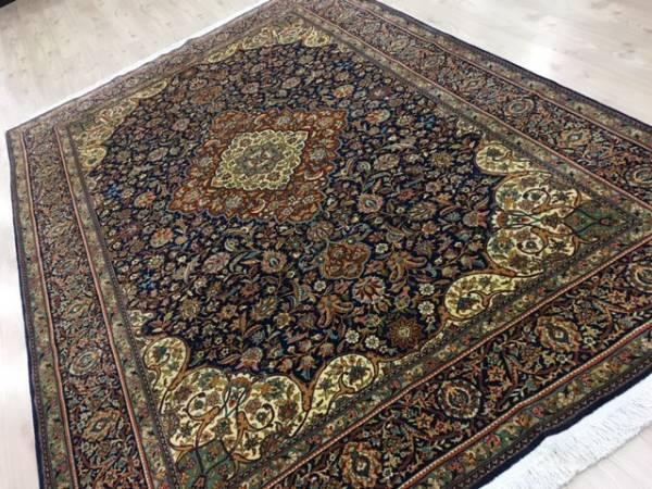 トルコに行かれても手に入らない絨毯です