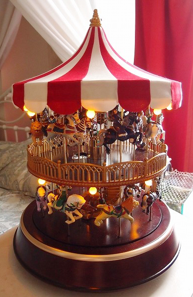 ★Mr Christmas Double Decker Carousel ミスタークリスマス メリーゴーランド カルーセル 2階建て 30曲_画像2