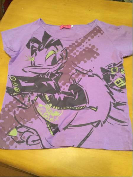 送料無料 ディズニー デイジーロック柄Tシャツ ディズニーグッズの画像