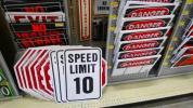 【レアな新品】「SPEED LIMIT 10」sign(スピードリミット)スチール看板!米軍基地内駐車場で見かける46cm×31cmのロード看板!安心日本発送