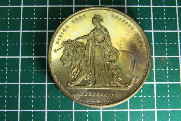 大切に保管されていた硬貨かメダル 地域や年代不明 検索→古銭 記念硬貨 金貨 銀貨 黄銅
