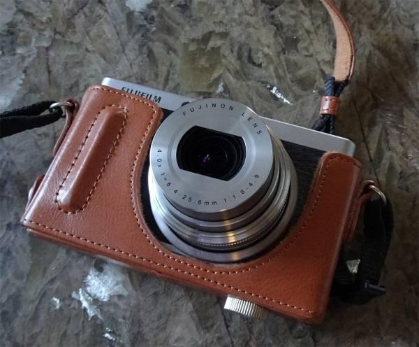 FUJIFILM XF1/カメラケース付き/中古