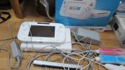 Wii U 本体 Wiiリモコンプラス 2つ付き ヌンチャクリモコン2つ付き センターセンサー付き スプラトゥーン付き