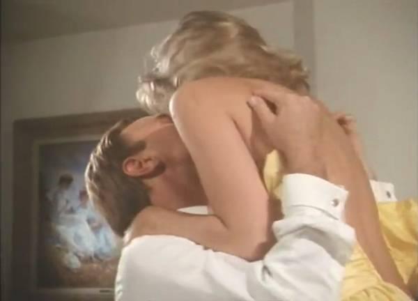 欲情の扉 (恋は運命とともに) TEARS IN THE RAIN (1988) シャロン・ストーン主演 戦火の密会、禁断の兄妹愛、出生の秘密/新品DVD_画像3