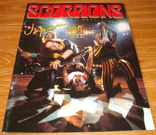 送料無料 スコーピオンズ コンサートパンフ SCORPIONS JAPAN '85 美品 ハードロック ヘビーメタル モトリークルー メタル メタリカ