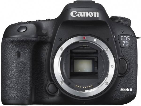 ■ケース内展示品■新品同様■CANON EOS 7D Mark II ボディ 税無/メーカー保証付き