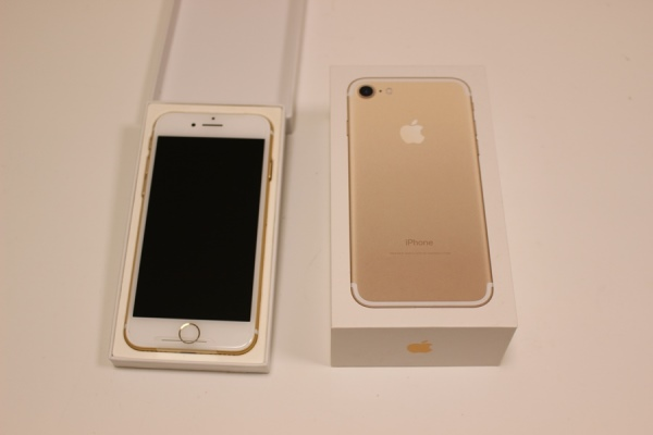 新品 iPhone7 Gold 256GB AppleCare+ ゴールド Docomo 一括購入